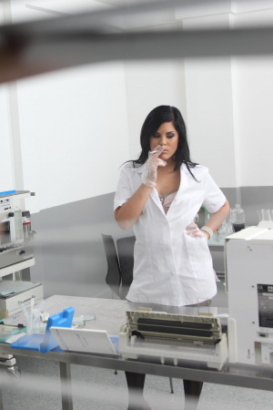 Lab assistant Madison Parker give a blowjob during smoke