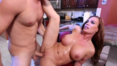 Deepthroat bj & sex on the kitchen table with milf Diamond Foxxx