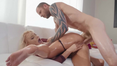 Blonde beauty London River getting her ass and pussy pounded