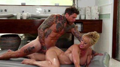 Busty milf masseuse Brandi Love eagerly slips client's cock into her pussy