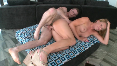 Sexy lady with nice body Jessica Heart receives a mouth full of man juice to swallow