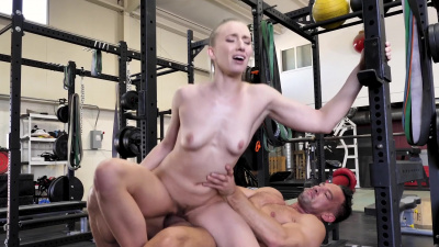 Seductress Riley Reyes having a great post-workout sex wwith her trainer