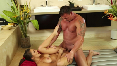 Thicc masseuse Mena Mason wants to feel the cum on her body