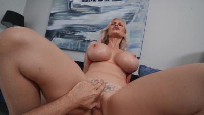 Casca's Akashova bald pussy swallowing pulsating dick of Tony Rubino
