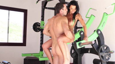 Shalina Devine has a quick workout before having sex with her man in the gym