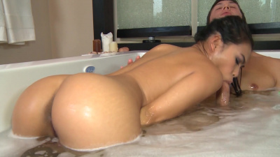 Asian whore Cindy Starfall demonstrates her tight hand technique