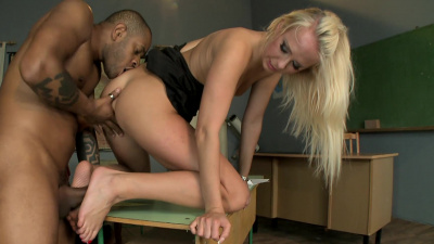 Teacher for nightschool Carla Cox se her sexy feet to get her student off