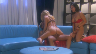 Hotties Gianna Lynn and Jessica Drake pounce on an eager cock