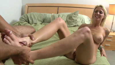 Blonde bombshell Sydney gives hell of a footjob