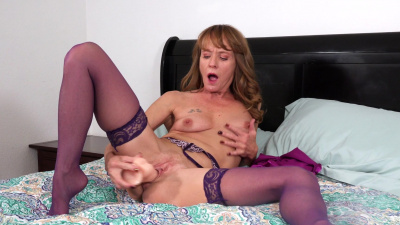Cougar Cyndi Sinclair shoves dildo deep into her cum craving snatch