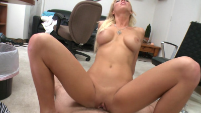 Oklahoma native Sydney has some naughty fun with her hung lover