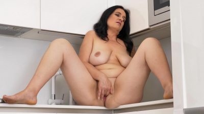 European cougar Ria Black is wet and ready to play