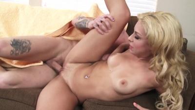 Carmen Caliente pumps & sucks on her bf's roommate's cock