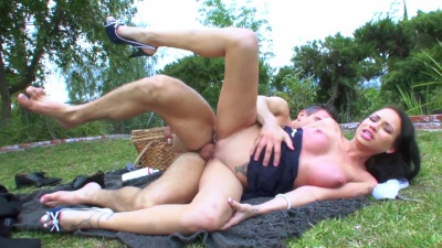 Raven Bay takes huge cock in her throat & pussy during outdoors picnic
